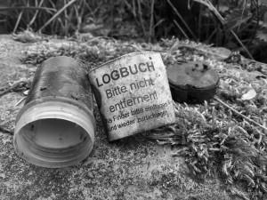 Logbuch,schwarz, weiß,blackwhite,geocaching,natur